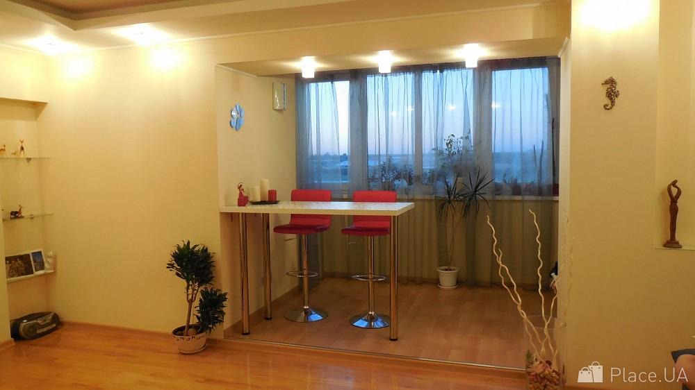 Объединение балкона или лоджии с комнатой или кухней под клю.