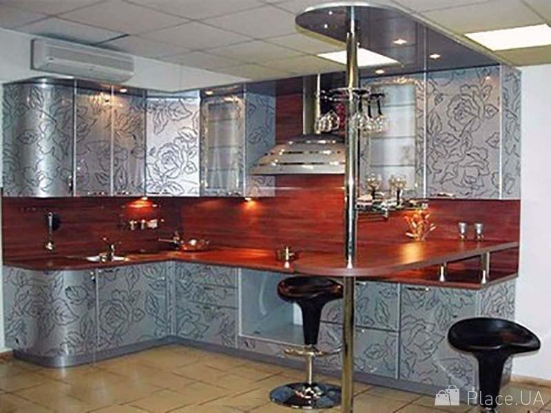 Фасад кухни с барной стойкой